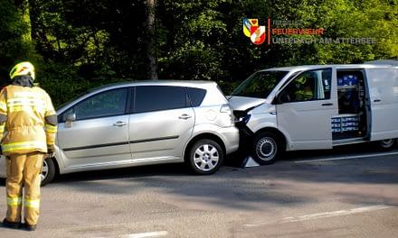19.05.2020: Binden von Flüssigkeiten nach Verkehrsunfall auf Attersee-BUNDESSTRAßE